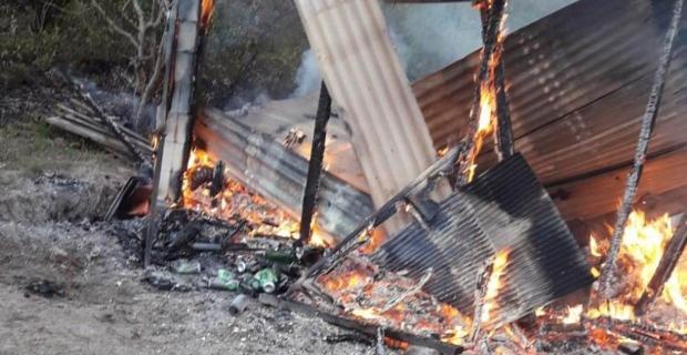 Barakada yangın çıktı