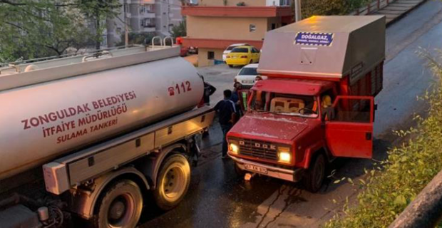 Kontrolden çıkan kamyon, su tankerine çarptı: 3 yaralı