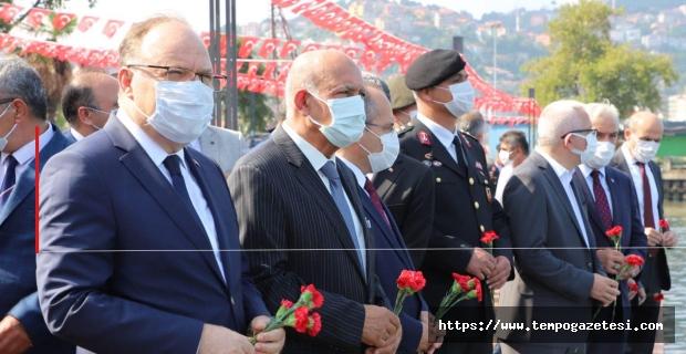 Demir bariyerle kapattılar, Atatürk'ü törenle andılar!