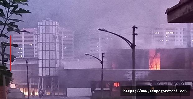 Felaket haberleri peş peşe geliyor: Kereste fabrikası yandı