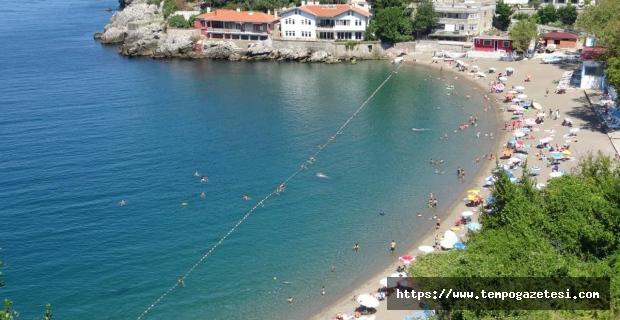 Hava sıcaklığı 32 dereceye ulaştı, vatandaşlar plaja akın etti...
