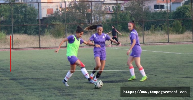 Kadın futbolcular Kandilli'de kampa girdi...