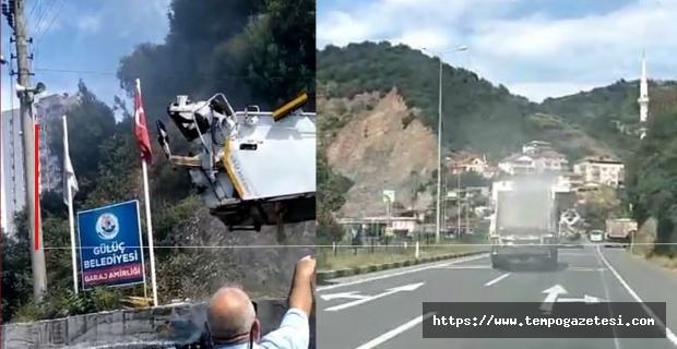 Çöp kamyonu seyir halindeyken yandı...