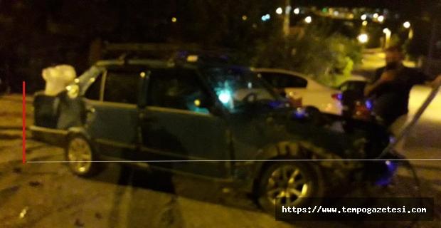 Kontrolden çıkan otomobiller çarpıştı, biri parka uçtu: 2 yaralı