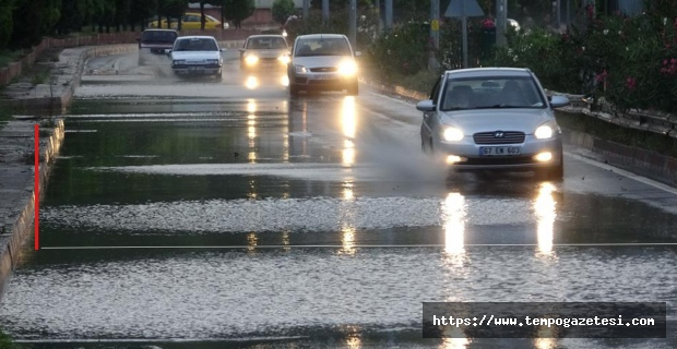 Zonguldak'ta şiddetli yağış etkili oldu, yollar göle döndü