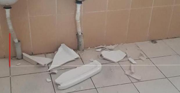 Pisuarları kırdılar, kamu malına zarar verdiler...