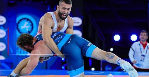 Oslo'da güreşti, dünya ikincisi oldu