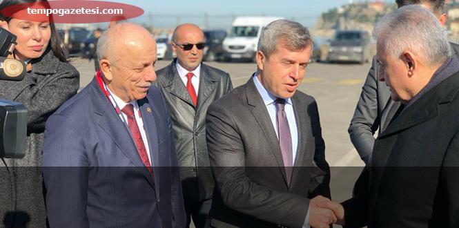 Başbakanı Vali ve Vekiller karşıladı