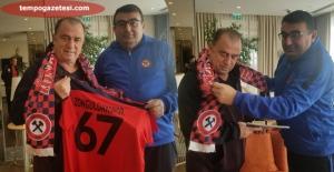 Karabük'te Fatih Terim'e Zonguldakspor forması ...