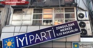 İYİ Parti'de şok gelişme…Tabelaları söktüler!..