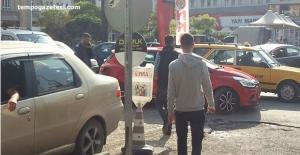 Acılık caddesinde trafik tıkandı. Gözler Trafik polisini aradı!..