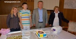Engelli gence yaş günü jesti
