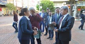 Aynur Abla, Çınar'a 180 yıllık tarih kokan Yoğurt bakırı hediye etti…