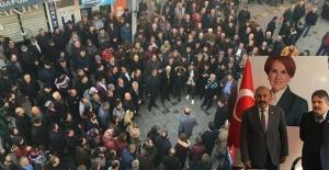 Yüzlerce kişinin katılımı  ile aday adaylığını açıkladı...