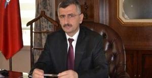 Vali Bektaş, Gazetecileri kutladı…
