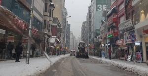 Zonguldak Belediyesinin karla mücadelesi sürüyor…