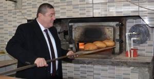 Tekin, Ekmeği fırına verdi