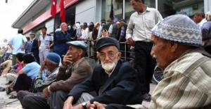 Emekli maaşları 323 lira artacak