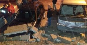 İstinat duvarı çöktü 4 araç zarar gördü