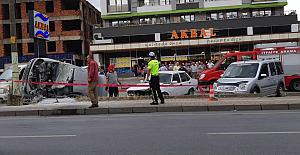 Ereğli'de kaza; Otomobil direğe çarptı