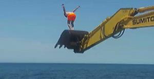 İş makinasıyla deniz keyfi