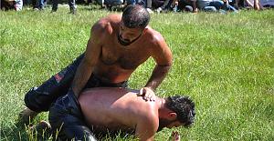 Zonguldak'taki yağlı güreş müsabakaları ilgi gördü