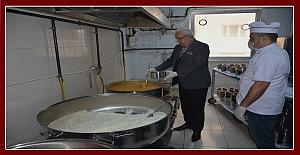Ereğli Belediyesi ihtiyaç sahibi evlere yemek dağıtıyor