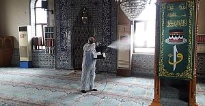 Ereğli Belediyesi camileri dezenfekte ediyor