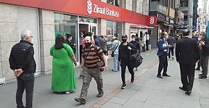 Sokağa çıkma kısıtlaması kalktı, vatandaşlar caddelere akın etti