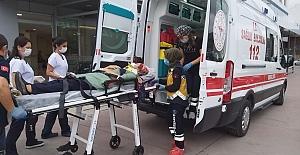 Tırın çarptığı otomobil karşı şeride savruldu: 2 yaralı