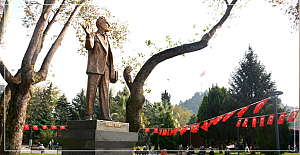 Tunalı Hilmi heykeli açıldı