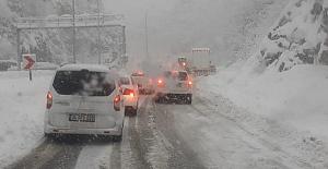 Araçlar yolda kaldı, Gökgöl tüneli kapandı
