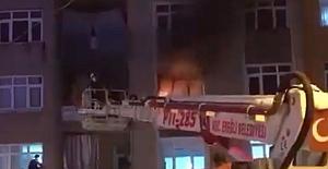 Ev yandı: 1 Ağır, 2 kişi yaralı
