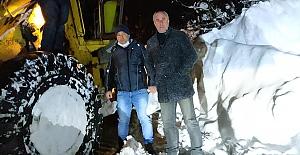 Meclis Başkanı'da kar mesaisi yaptı