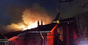Çatıda yangın çıktı