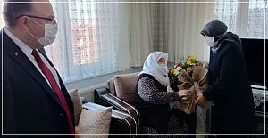 Eşi ile birlikte Şehit annesini ziyaret etti