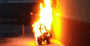 Motosiklet bir anda alev aldı
