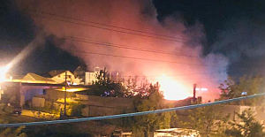 Hafriyat hurdalığında yangın çıktı.