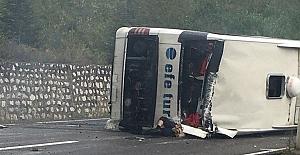 Otomobil ile yolcu otobüsü çarpıştı:...