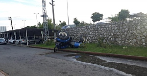 Traktör polis merkezinin önüne devrildi: 1 yaralı