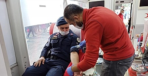 Devrek'te jandarmalar kan bağışında bulundu