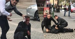 Valilikte önünde çıkan kavgada bir kişi bıçaklandı!..