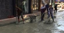 Belediyeden umudu kestiler, kendi imkanları ile yolu yaptılar...
