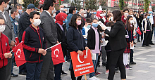 Devrek Belediyesi çocuklara nutuk dağıttı