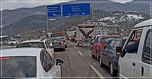 Maddi hasarlı kaza trafiği kilitledi