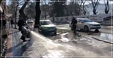 Yollar tazyikli su ile yıkanıyor